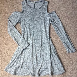 Dresses & Skirts - Grey dress with shoulder cutouts